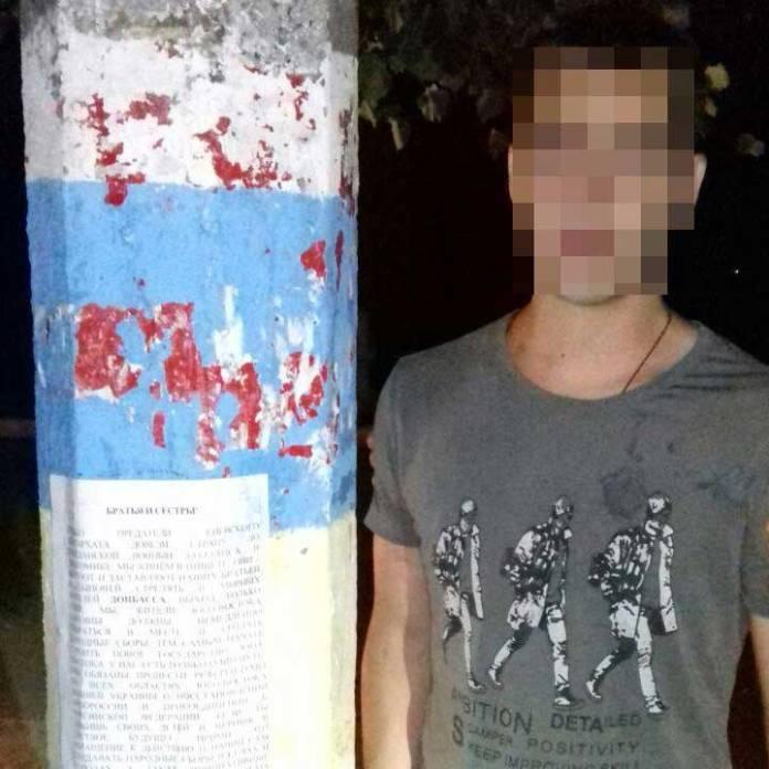 На Харьковщине СБУ поймала мужчину, расклеивавшего сепаратистские листовки