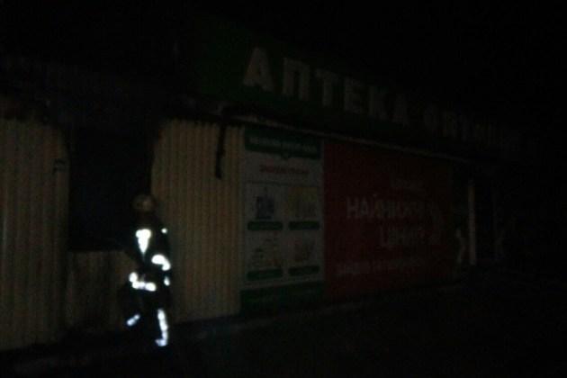 За выходные в Харькове подожгли магазин и аптеку 5