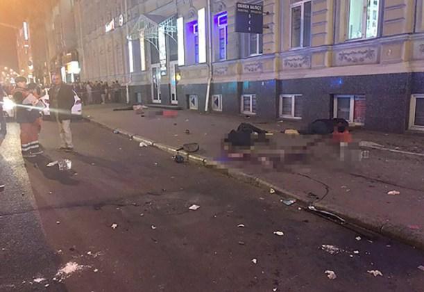 ДТП в центре Харькова: автомобиль влетел в толпу пешеходов 13