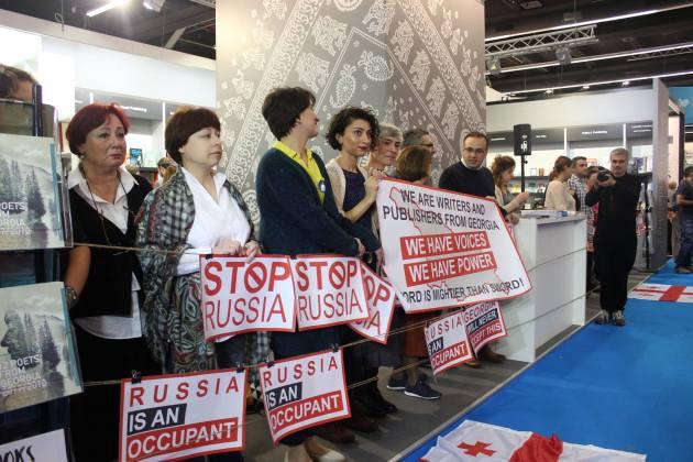 """Stop Russia"": Грузинские писатели и издатели устроили протест на книжной выставке во Франкфурте 2"