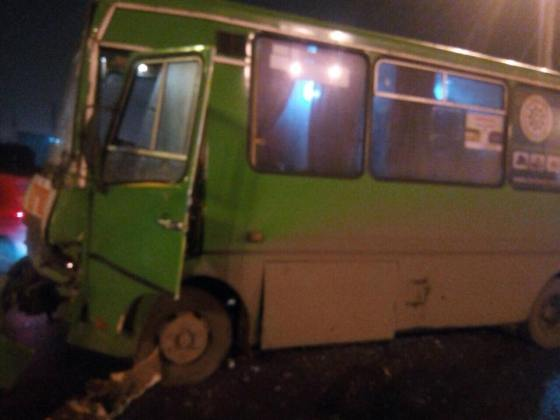 В результате столкновения двух автобусов в Харькове пострадали 11 человек 3
