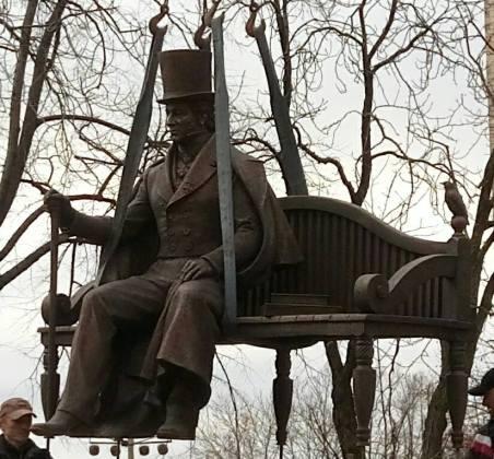 В харьковском саду Шевченко появился памятник ещё одному поэту и писателю 3