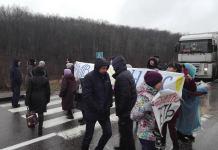Под Харьковом жители перекрывали Окружную дорогу, требуя отставки головы поселка