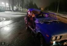 В Харькове пьяный угонщик въехал в припаркованный грузовик