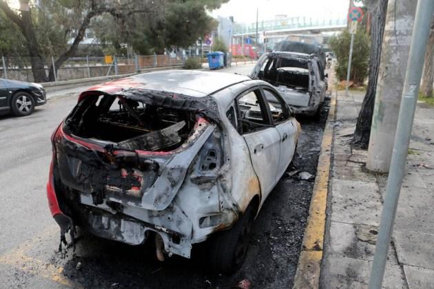 Прошедшей ночью неизвестные подожгли автомобили возле украинского посольства в Греции 5