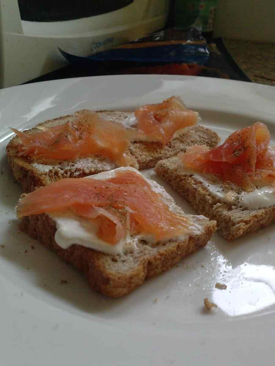 Toasted salmon bites