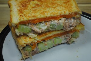 Low Calorie, High Protein Tuna Melt Sandwhich recipe - 1