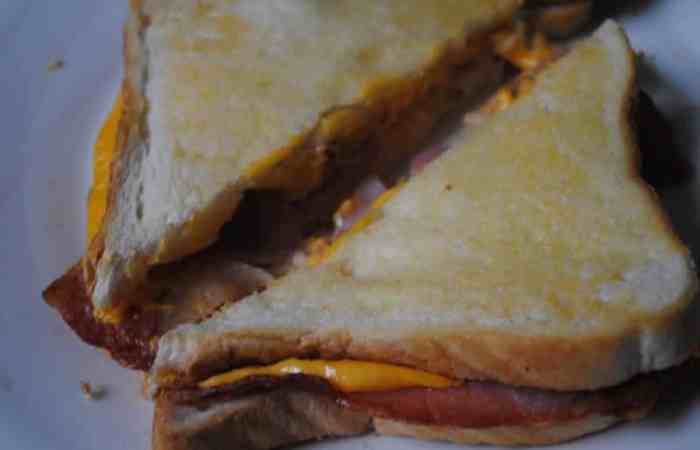 Melting Cheese and Crispy Bacon Toastie