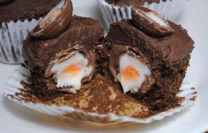 Chocolate Creme Egg Cupcakes