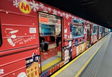 В Варшаве начало курсировать необычное, рождественское метро