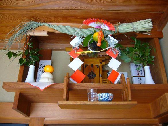 1280px-Sacred_straw_rope_at_New_Year's,shimenawa,katori-city,japan