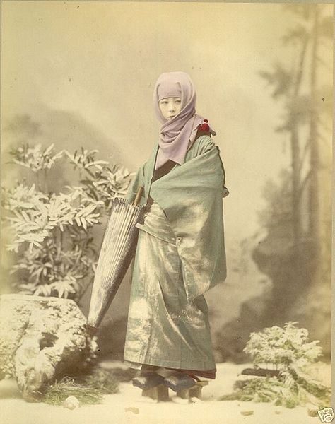 474px-raimund_von_stillfried_-_geisha_in_winter_costume_ca-_1885_albumen