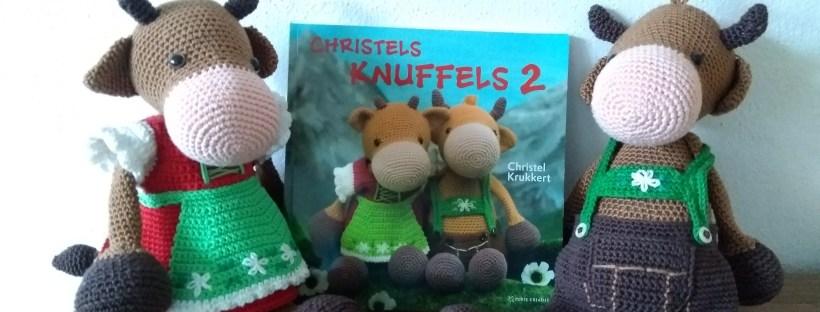 Christels Knuffels 2, Boek met gehaakte koeien in klederdracht. Watermerk Studiebolletjes