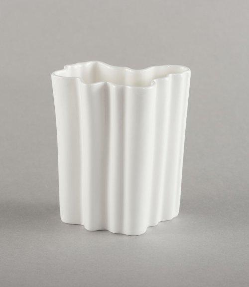 porcelain-vase-inesis