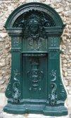 Fontaine Wallace en applique, Paris.