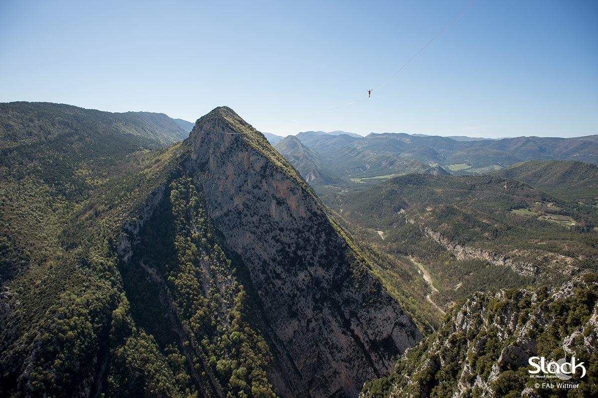 Un kilomètre à pied... sur une highline !