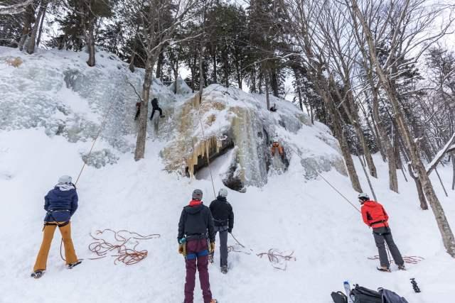 Escalade de glace avec Attitude Montagne