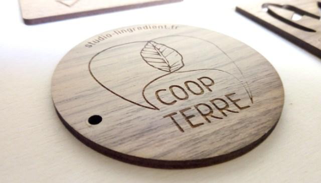 cadeau en bois de noyer, gravure logo sur bois, création objet cadeau