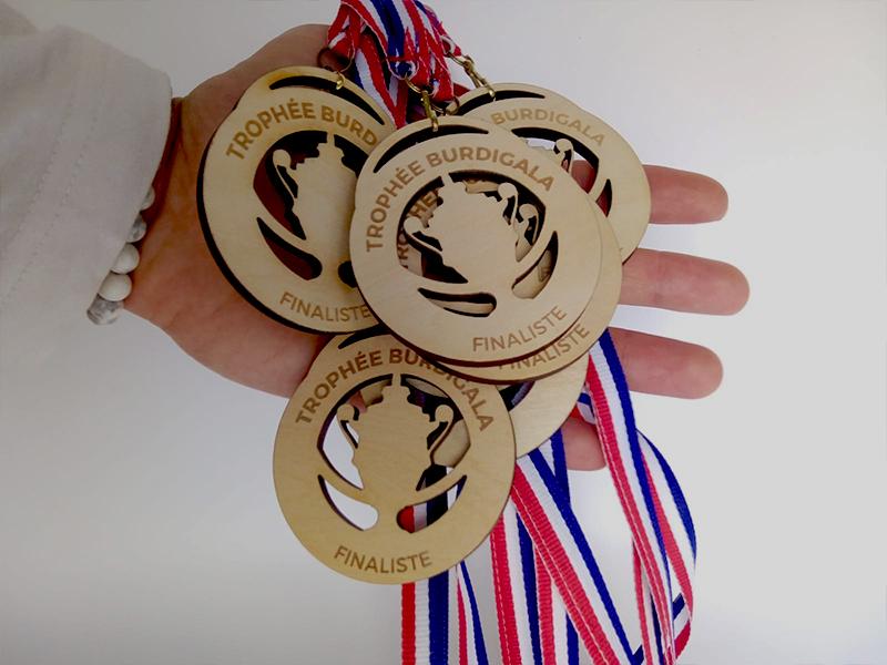 Médailles en bois personnalisées, ruban tricolore, pour évènements sportifs