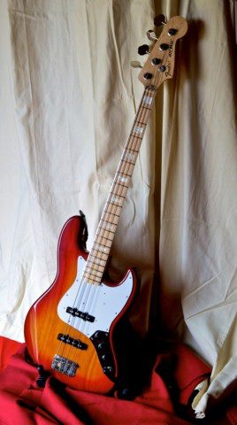 Fender_Jazz_Bass-Japon-Réissue_75_micros_usa_vintage