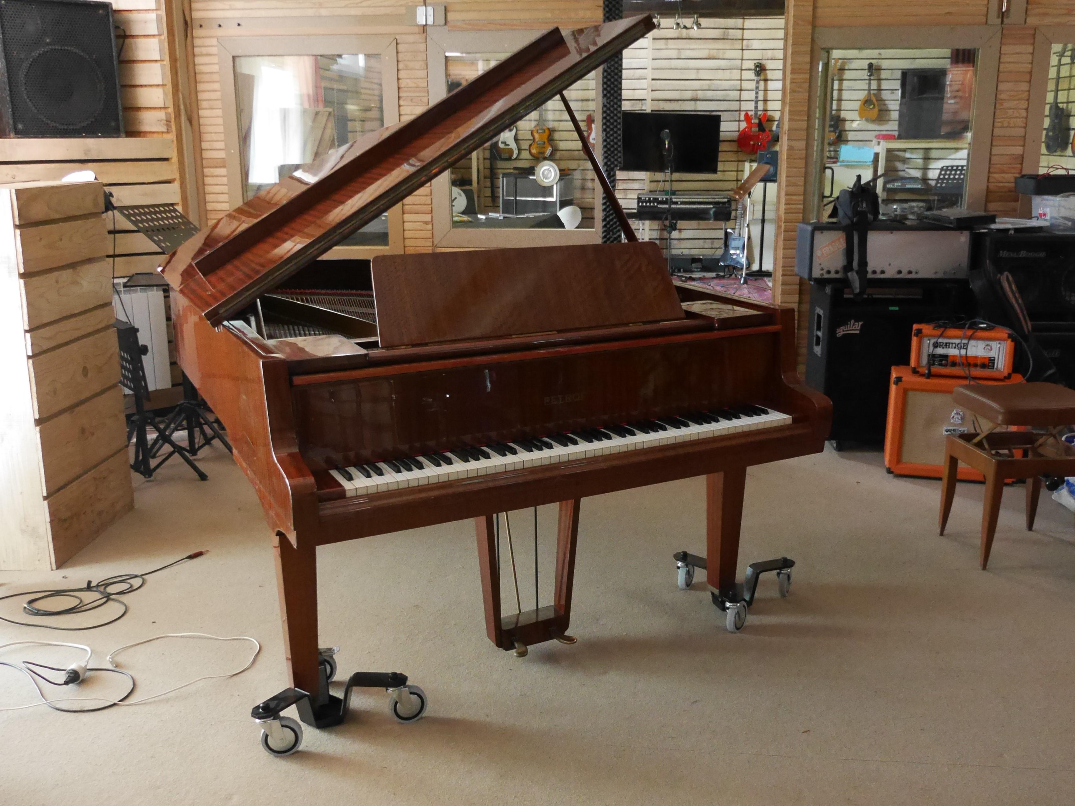 studio la boite a meuh - piano demi queue petrof 192