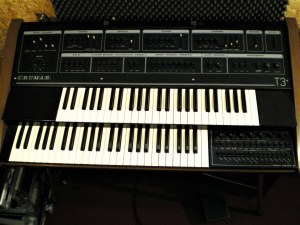 studio-la-boite-a-meuh-orgue-crumar-t3