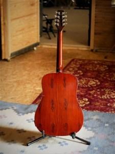 studio-la-boite-a-meuh-guitare-bouzouki-dos