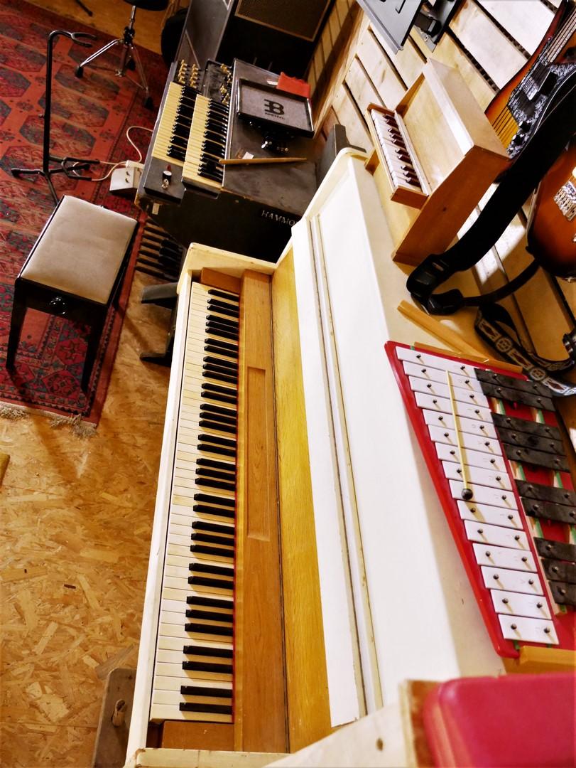 studio-la-boite-a-meuh-oct-2019-claviers