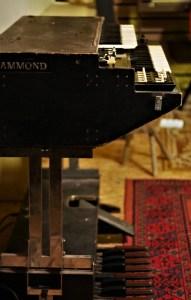 studio-la-boite-a-meuh-orgue-hammond-l100p-profil