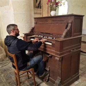 studio-la-boite-a-meuh-enregistrement-dans-l'eglise-harmonium