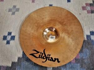 studio-la-boite-a-meuh-zildjian-zxt-medium-thin-crash-16-dessous