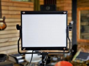studio-la-boite-a-meuh-panneaux-led-video-neewer face
