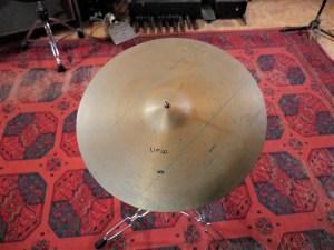 studio-la-boite-a-meuh-cymbale-ufip-ritmo-ride-20-dessus