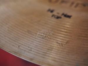 studio-la-boite-a-meuh-cymbales-ufip-charleston-top-poincon