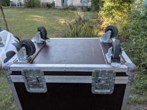 studio-la-boite-a-meuh-flight-case-ampeg-svt810-capot-roues-et-fermoirs