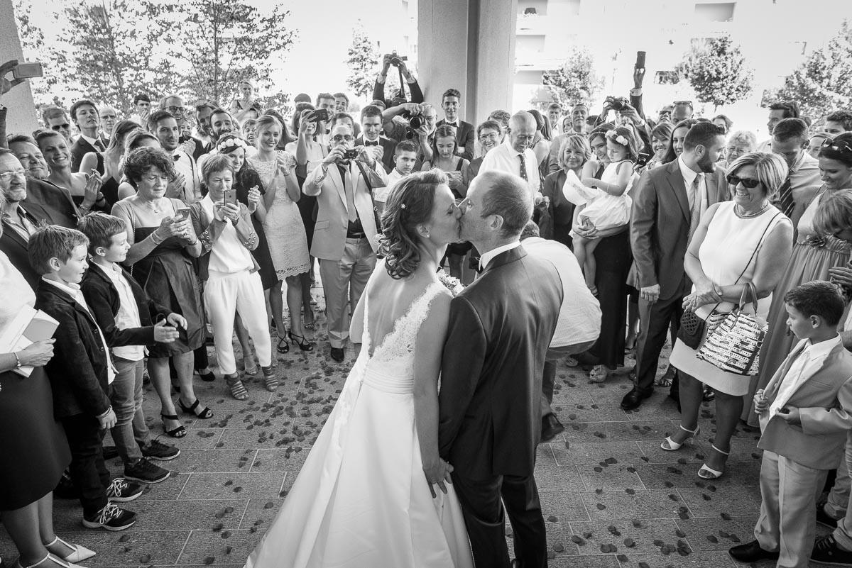 006_couple_baiser_kiss_book_mariage-par-ludovic-maillard-studio-sud_161549_