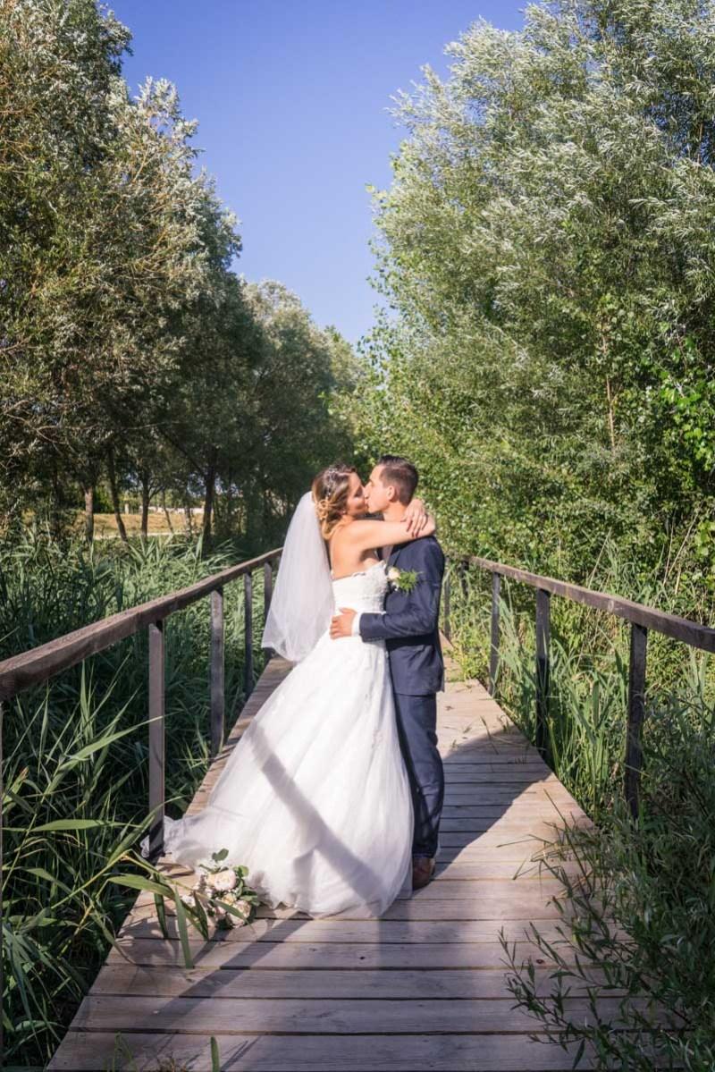 008_lm_20180630-185044_baiser_mariage_par-ludovic-maillard_studio-sud