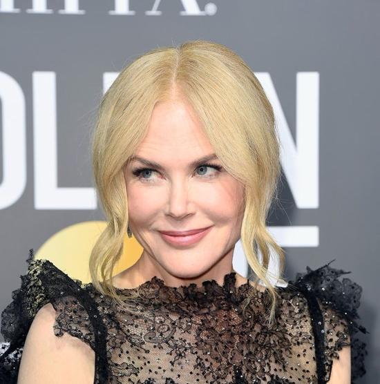 Nicole-Kidman-Big-Little-Lies-Golden-Globes-2018-Red-Carpet-Fashion-Givenchy-Tom-Lorenzo-Site-3