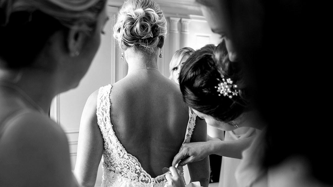 Bridal prep in Lady Leverhulme Room Thornton Manor. Wirral wedding photographers Studio 900