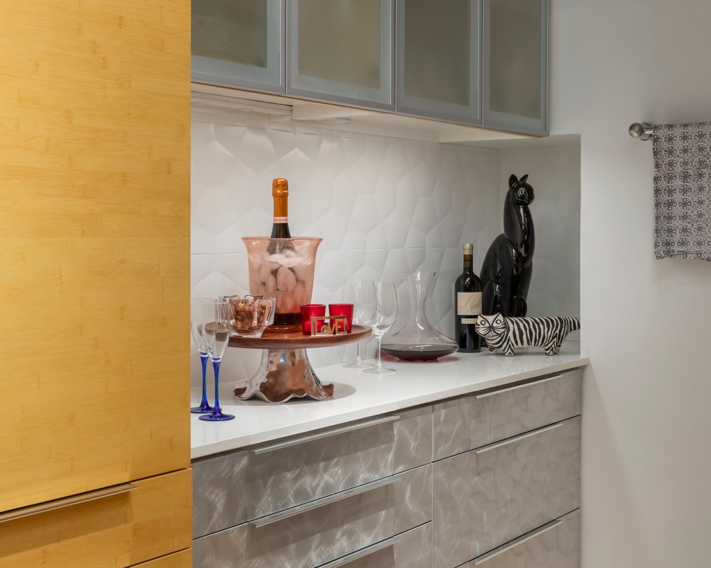 9-2 Wine Bar Detail with 3D tile