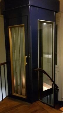 l'ascenseur arrive au 6ème étage