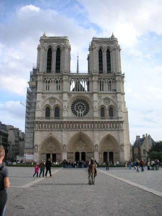 Notre Dame : 10 mn à pieds