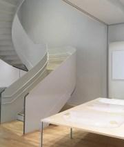 L'escalier, pièce majeure de la salle d'exposition