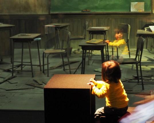 The Classroom, Leandro Erlich - Certains sont à leur place