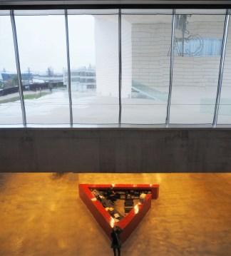Jeux de réflexion entre l'intérieur et l'extérieur du bâtiment