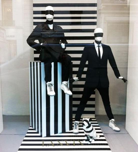 Escaparate impactante con diseño en blanco y negro