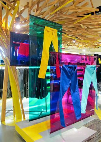 Materiales para diseñar decoraciones de escaparates