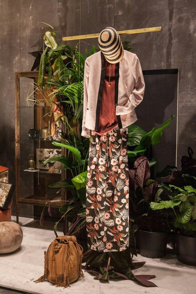 Silueta en un escaparate de moda