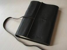 Cardeno-de-anotações-com-capa-em-couro-frente