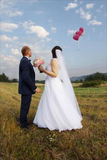 Ujęcie ślubne puszczanie balonów